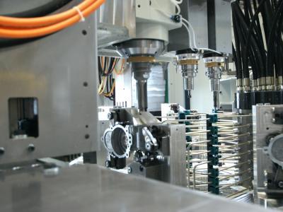 3-fach Spindel auf einer Station zur effizienten Bearbeitung ohne Werkzeugwechsel