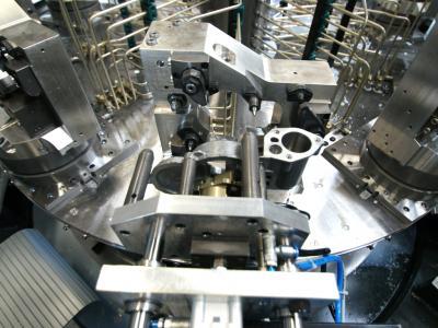 Automatisches Beladehandling mit Roh- und Fertigteilerkennung. Fertigteile können somit nicht in die Maschine eingeschleust werden.